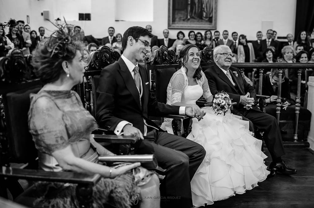 fotos de los padrinos de boda civil en Palacio de los Medinilla