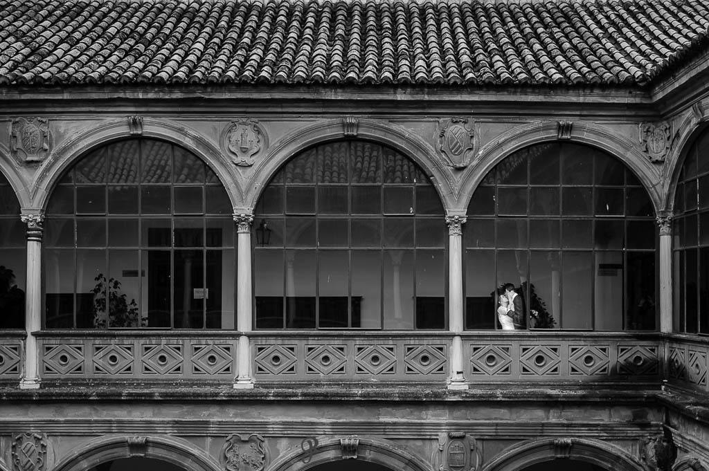 fotos románticas de boda civil en Palacio de los Medinilla