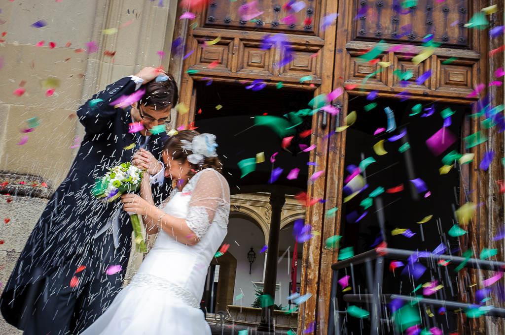 fotos lanzando arroz en boda en Palacio de los Medinilla