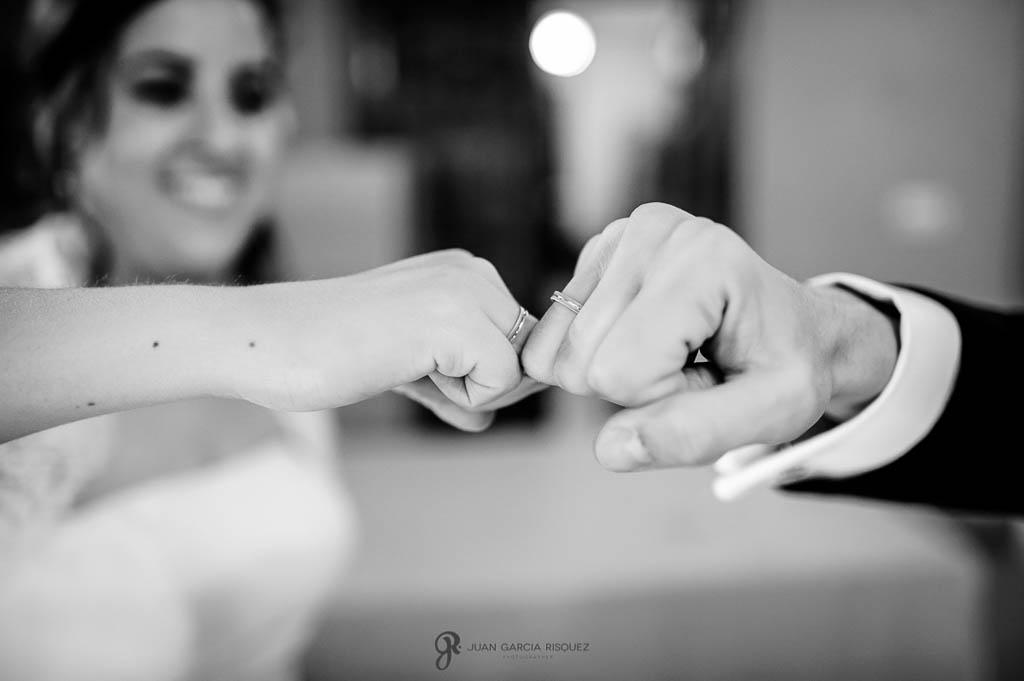 fotos anillos de boda civil en Palacio de los Medinilla