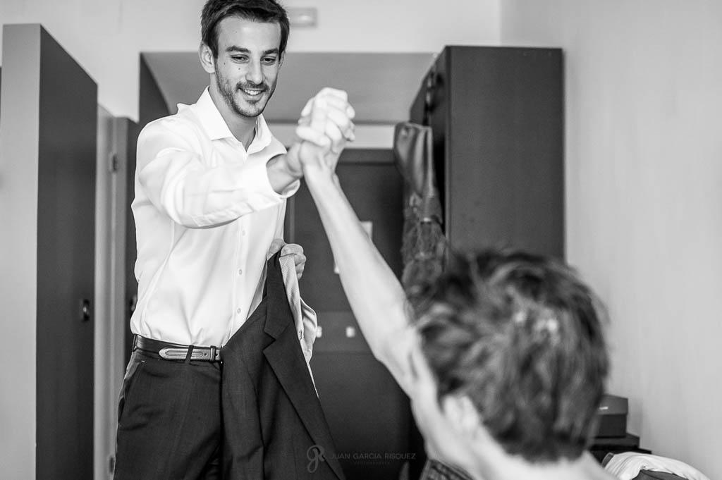 fotos felicitando al novio de boda civil en Ubeda