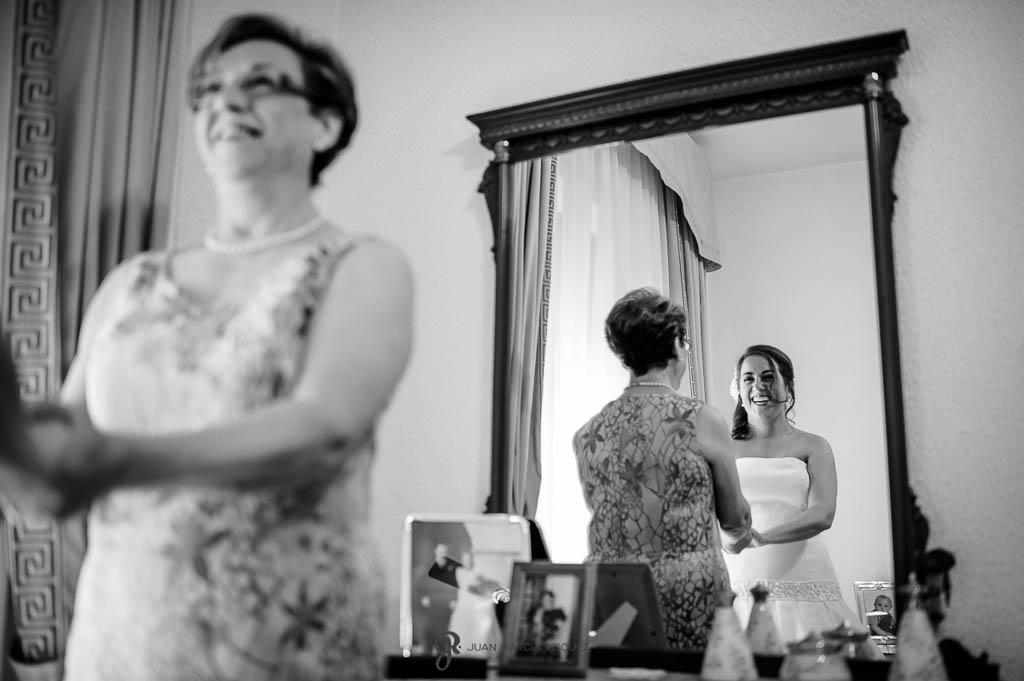 fotos de madre de la novia de boda civil en Ubeda
