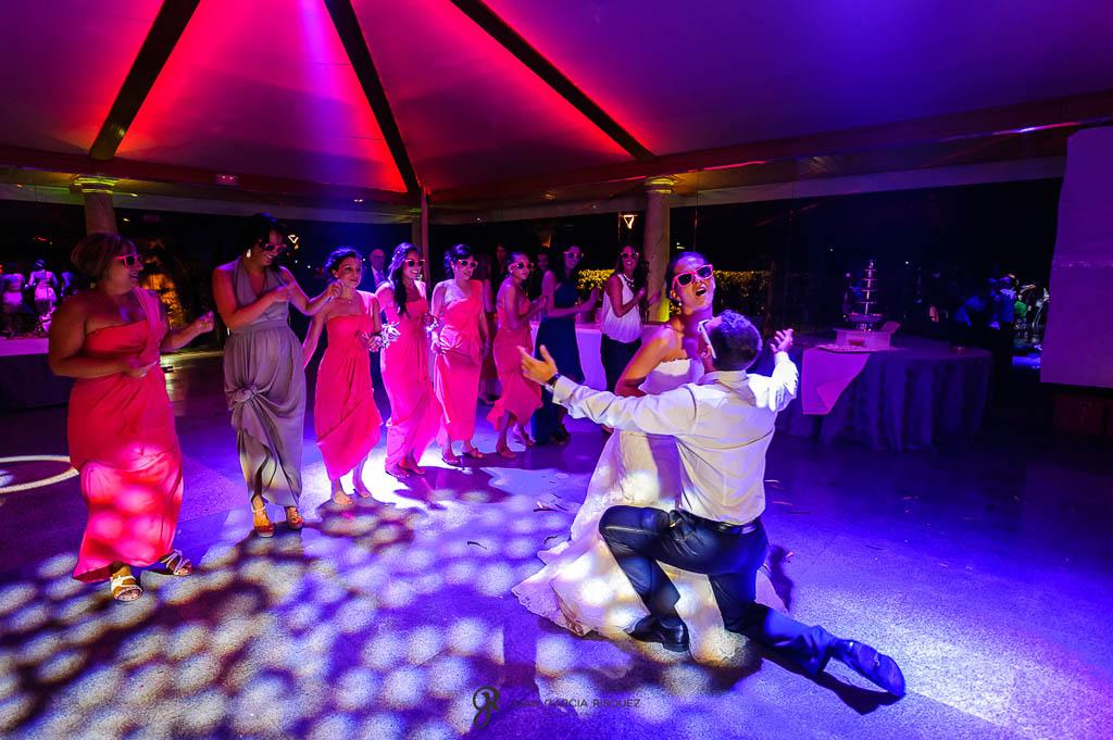 reportaje de boda en Madrid baile divertido de novios