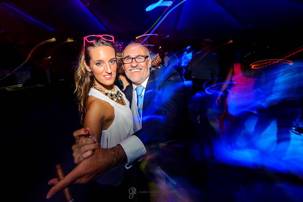 reportaje de boda en Madrid invitados bailando