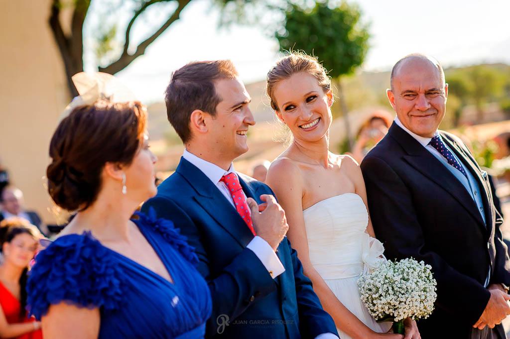 reportaje de boda en Finca Casa de Oficios con los padrinos