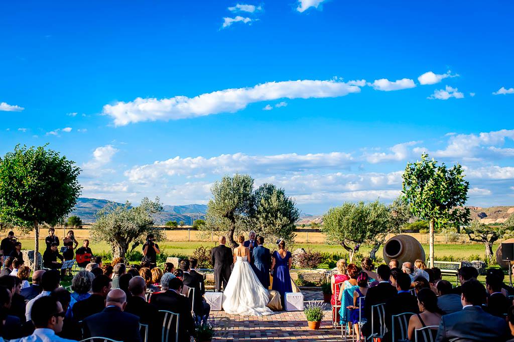 reportaje de boda en Finca Casa de Oficios Madrid misa exterior