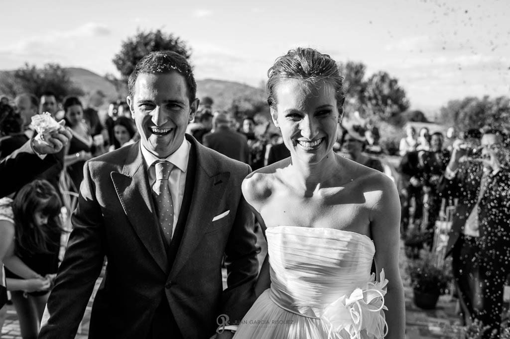 reportaje de boda en Madrid lanzan arroz a los novios