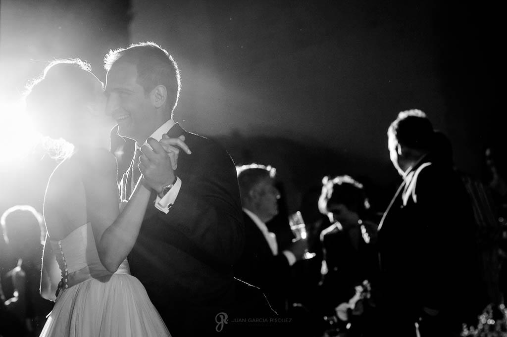 reportaje de boda en Finca Casa de Oficios Madrid baile de los novios