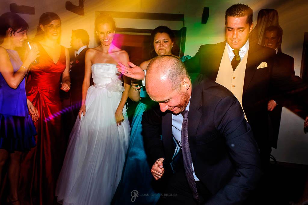 reportaje de boda en Finca Casa de Oficios Madrid baile asistentes