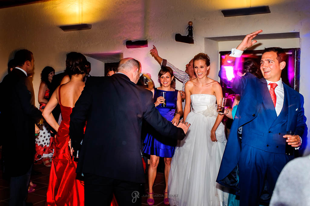 reportaje de boda en Finca Casa de Oficios Madrid fiesta e invitados