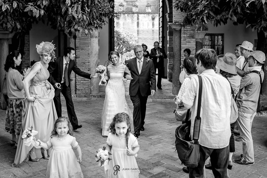 fotos en blanco y negro de boda vintage en Carmona Sevilla