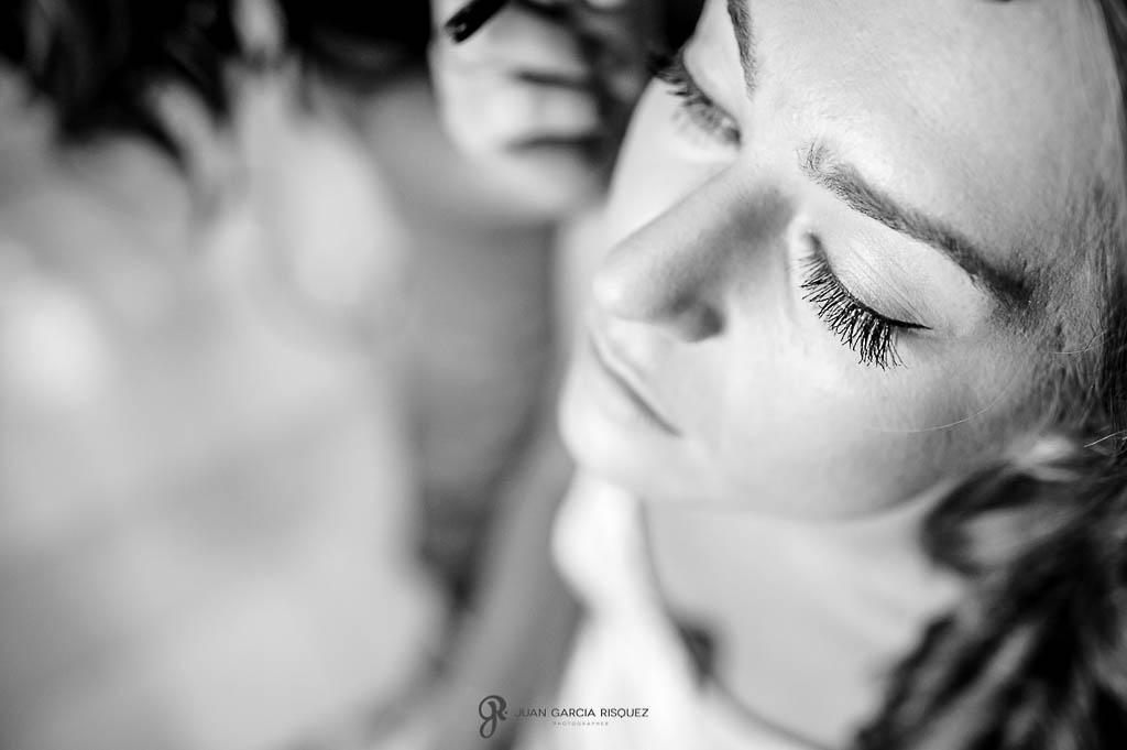 fotos maquillando a la novia de boda en Carmona Sevilla