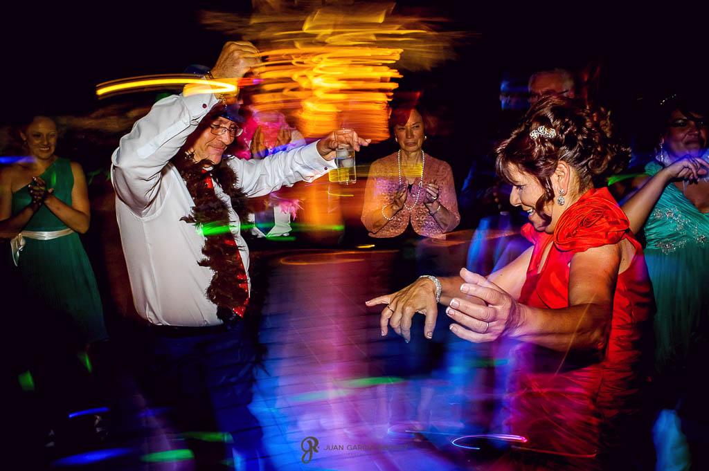 fotos de fiesta y baile de boda vintage en Carmona Sevilla