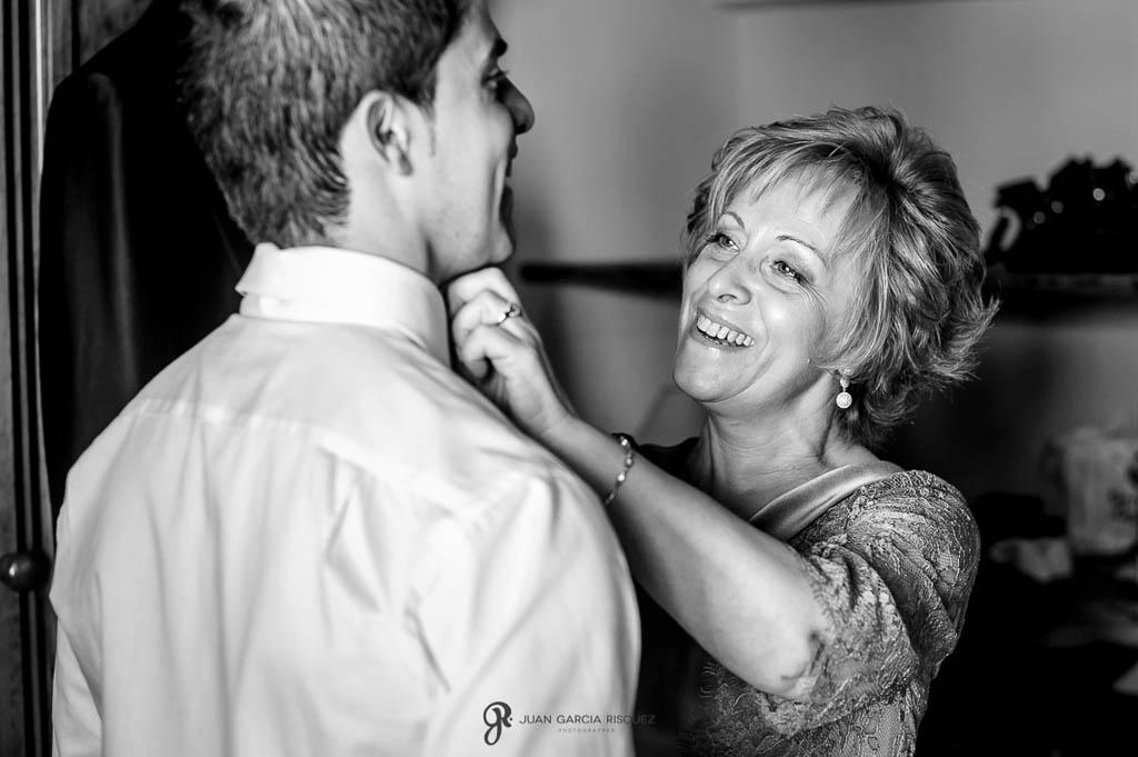 fotos de la madre del novio de boda vintage en Carmona Sevilla