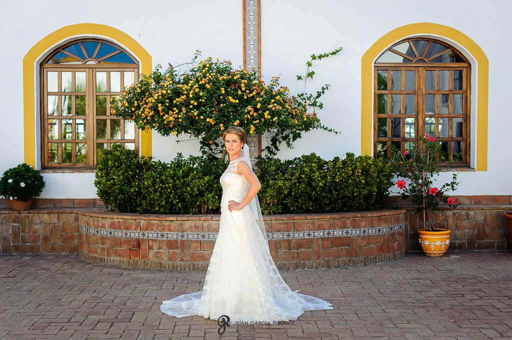 fotos elegantes de boda vintage en Carmona Sevilla