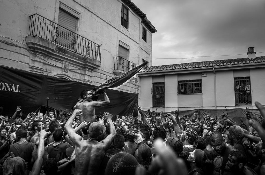 reportaje de la fiesta de cascamorras celebrada en Baza