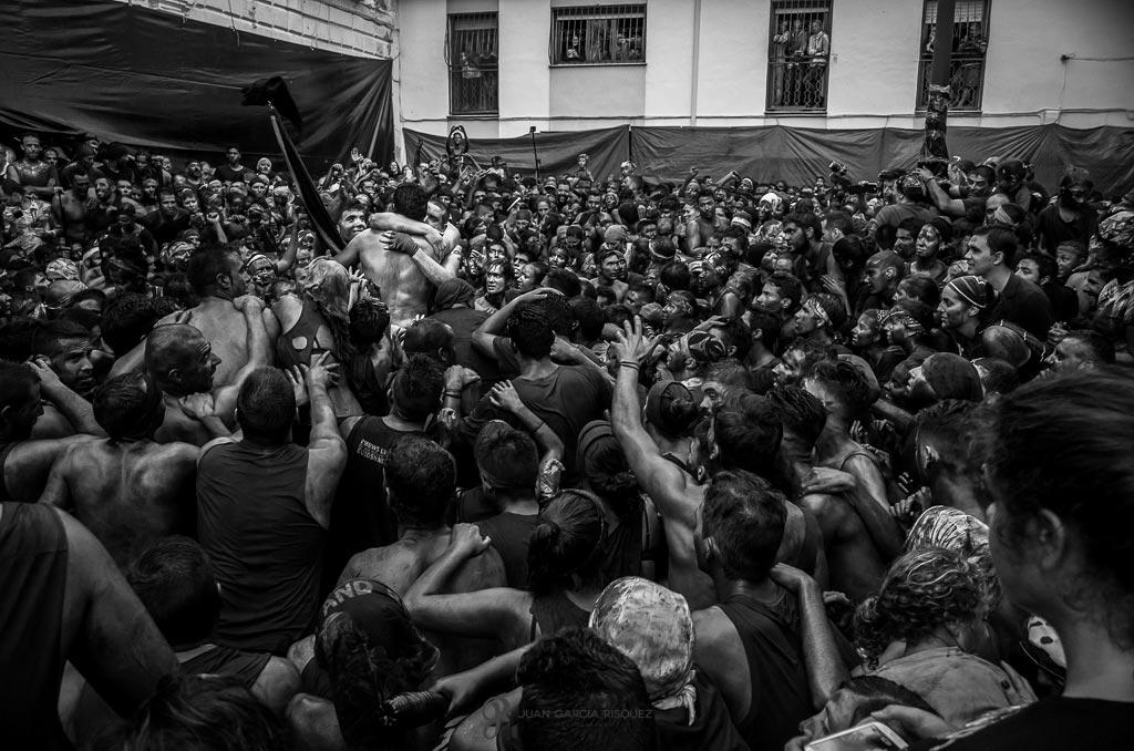 reportaje fotográfico de fiesta de cascamorras en Baza Granada
