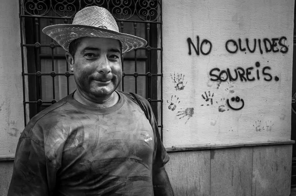 reportaje fotográfico de fiesta de cascamorras con habitante de Baza Granada