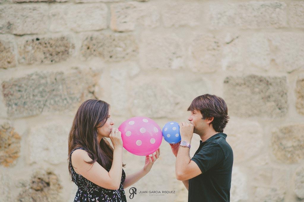 reportaje fotográfico de anuncio de embarazo con globos