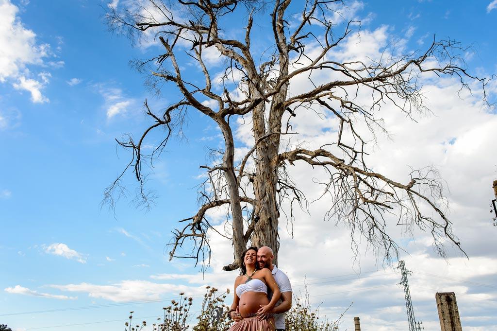 reportaje de fotografías bonitas de embarazo en el campo