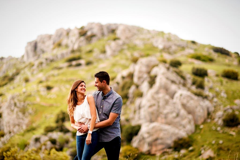 reportaje fotografico diferente para preboda de pareja feliz