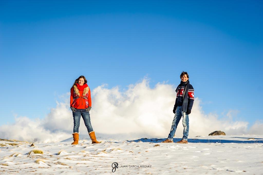 reportaje profesional de fotos de embarazo en la nieve