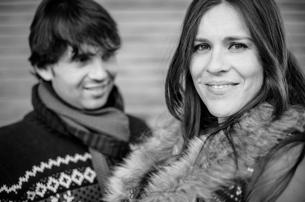 reportaje fotográfico embarazo mujer y marido en la nieve