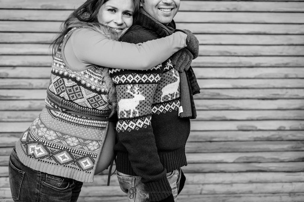 reportaje de fotos de embarazo abrazo