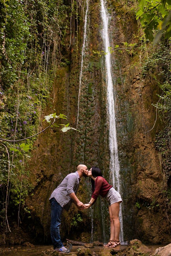 reportaje de fotos para preboda en Valdepeñas Jaen beso de pareja