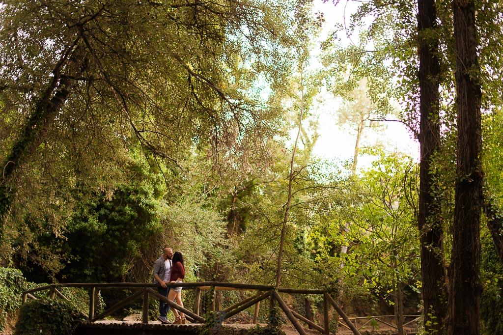 reportaje de fotos para preboda en Valdepeñas Jaen sobre puente