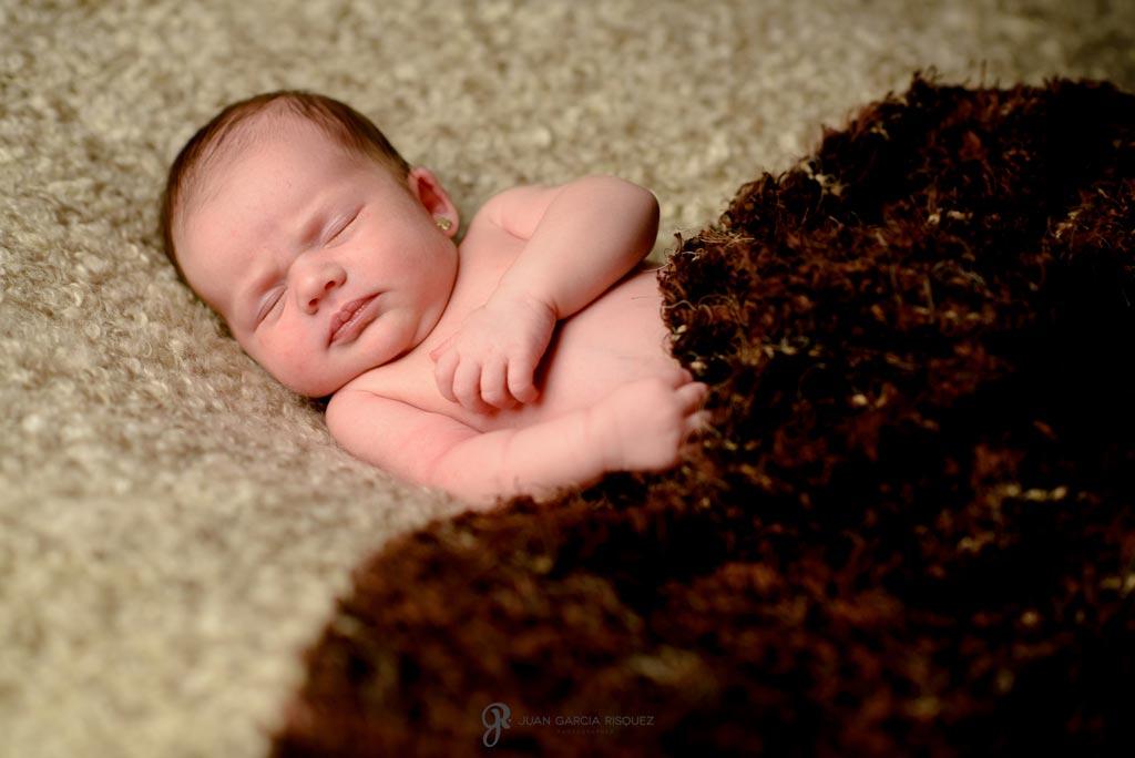 reportaje fotografico de bebe recien nacido con manta