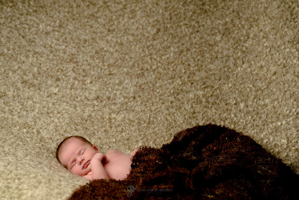 reportaje fotografico de estudio de bebe recien nacido