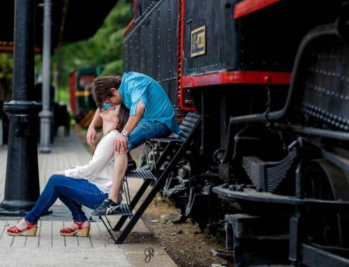 Entre locomotoras: sesión de pareja de Virginia y Raúl