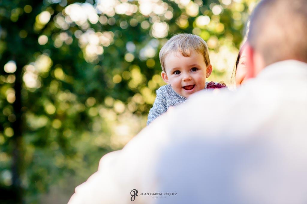 reportaje de fotos divertidas en familia risas de bebé