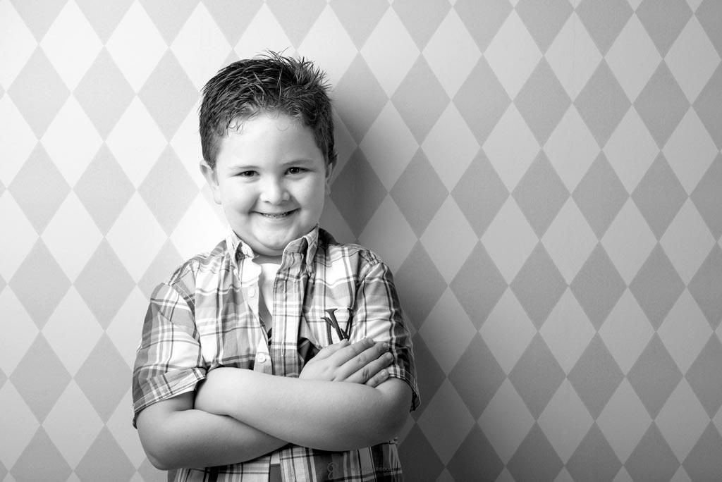 reportaje de fotos cariñosas de niños en estudio en Jaen