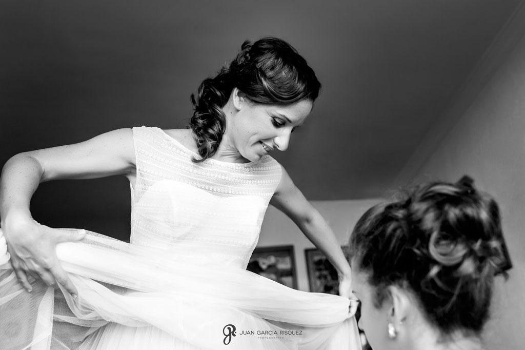 foto de novia con vestido de Jesús Peiró
