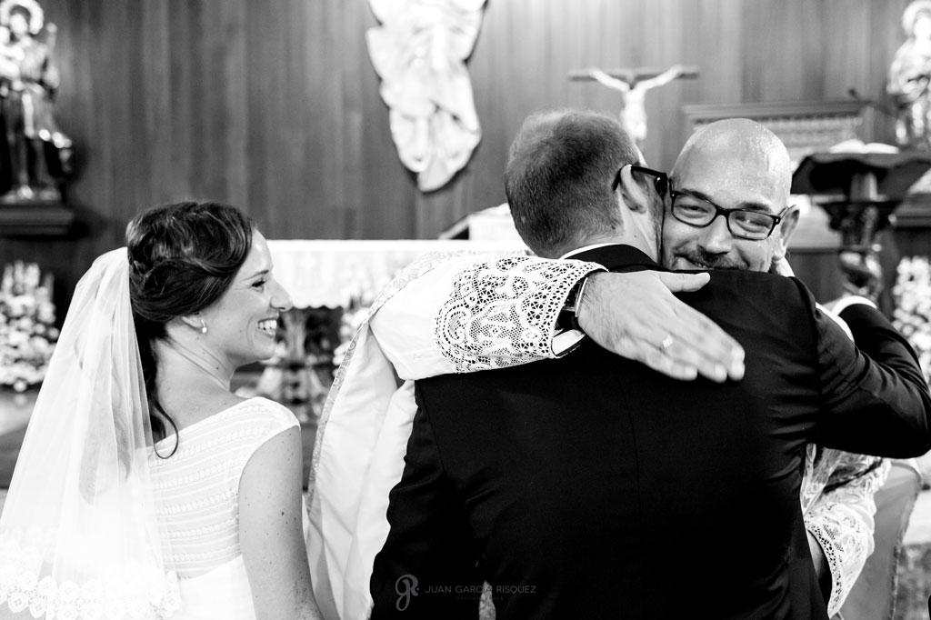 fotografías emotivas en blanco y negro de una boda