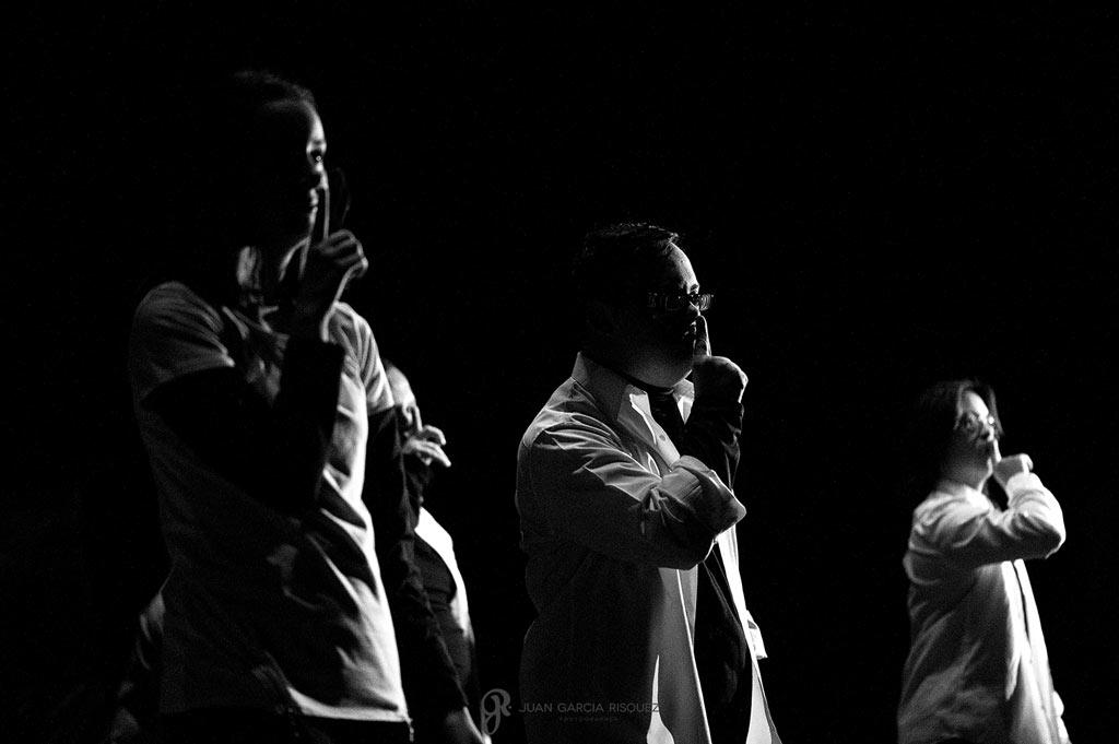 Fotografías impactantes en blanco y negro de obra de teatro