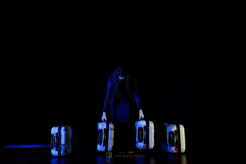 Representación teatral de la obra Alfonsina y el Mar