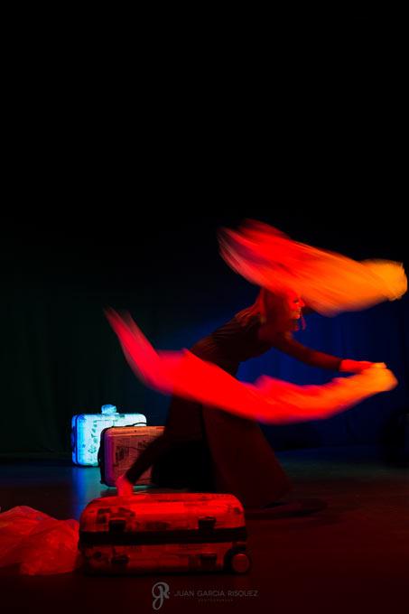 Fotos diferentes de una obra de teatro con discapacitados