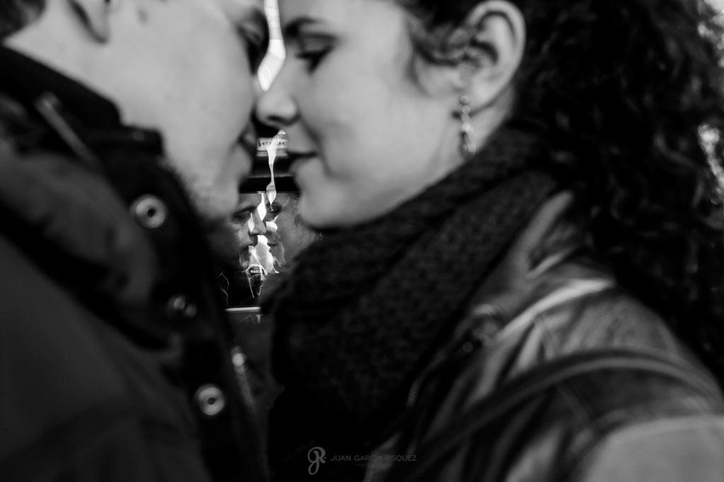 Fotos diferentes de preboda en blanco y negro en Madrid