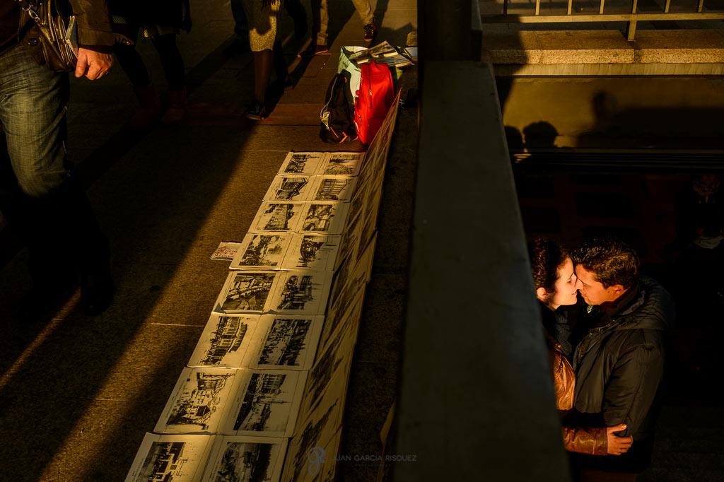 Fotos de preboda románticas en el Metro de Madrid