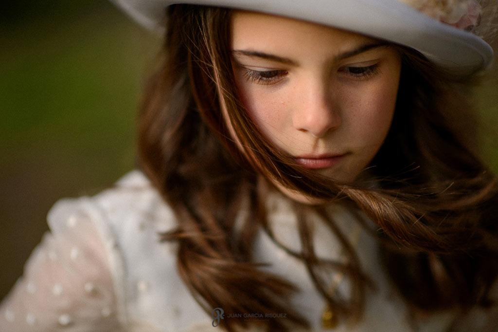 retrato de una niña en su primera comunión