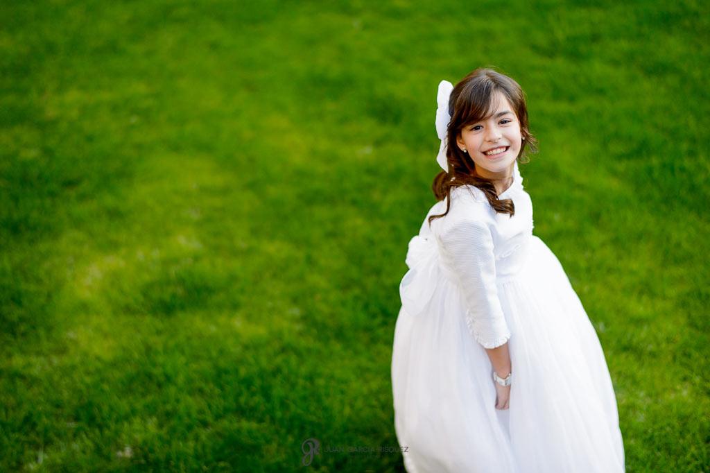 niñas vestidas de primera comunión