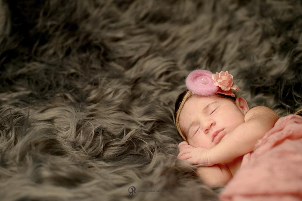 reportaje de fotos tiernas de niñas recién nacidas