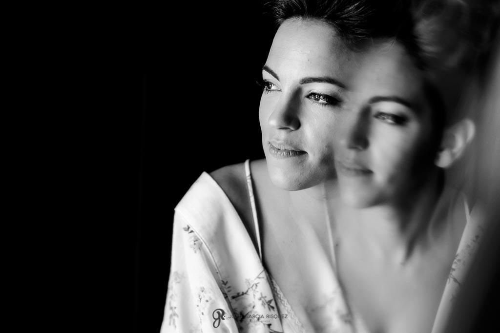 Retrato de novia en blanco y negro