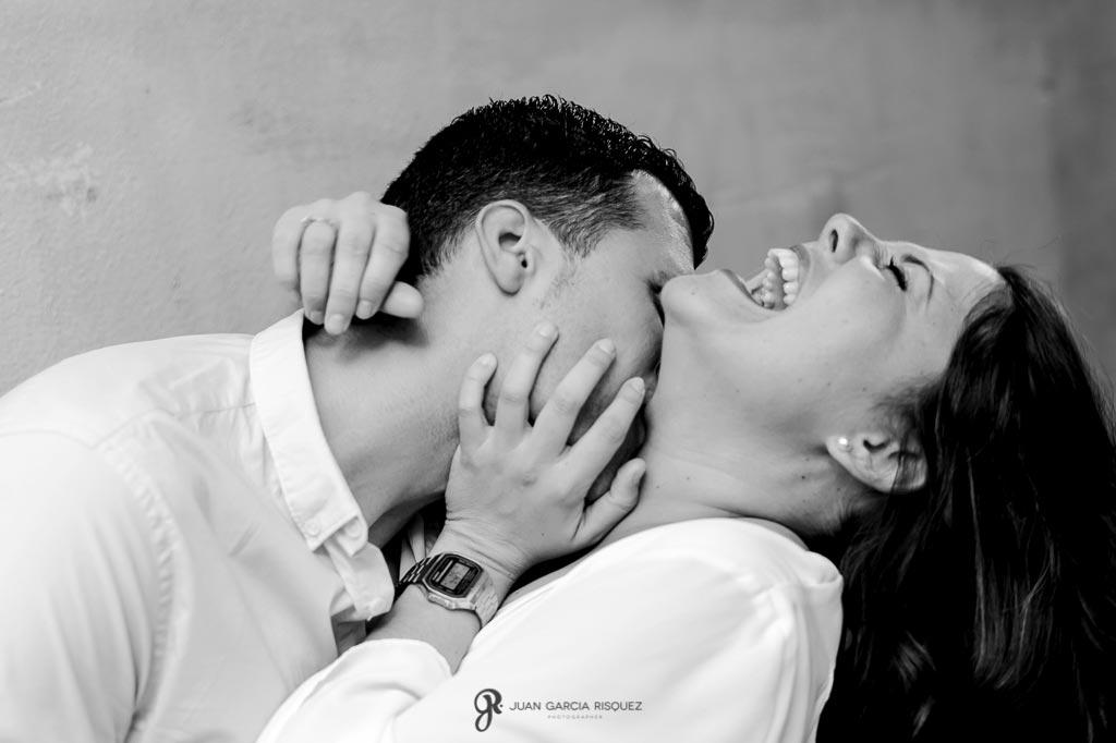 Fotos de parejas divertidas en Granada