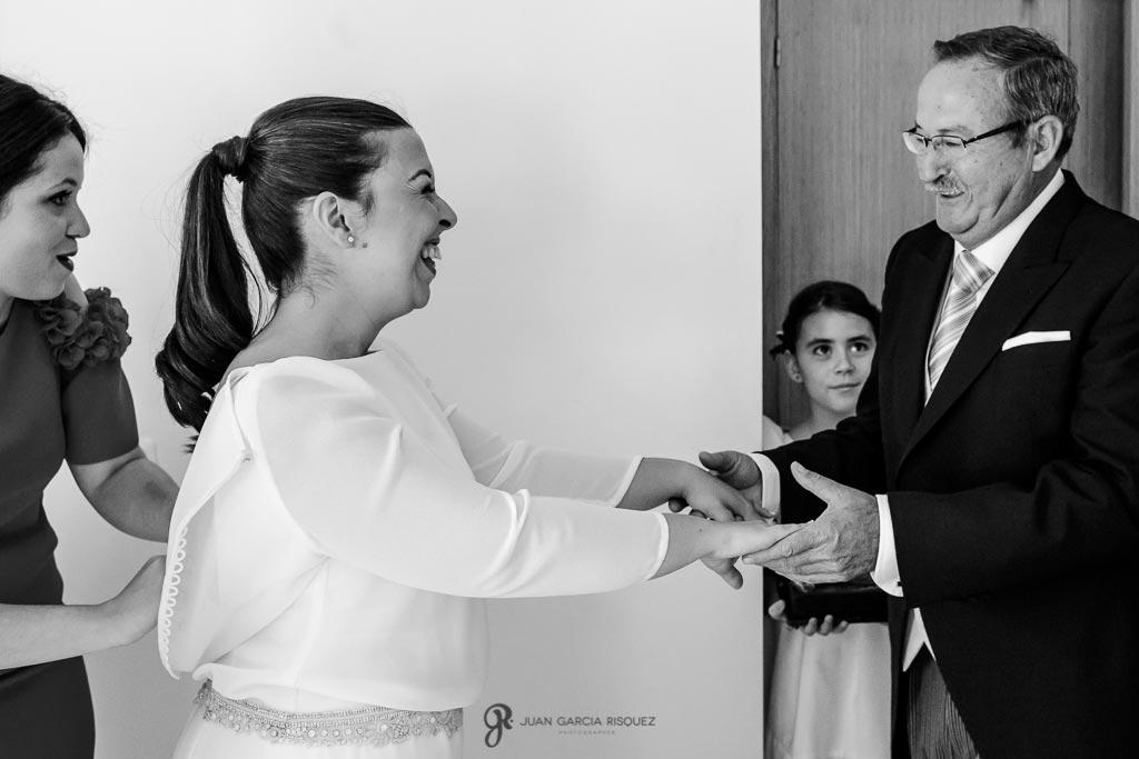 Fotografías de un padre y una hija el día de su boda