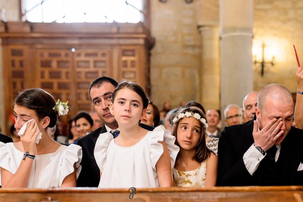 Fotografías de familiares de los novios emocionados en su boda en Jaén