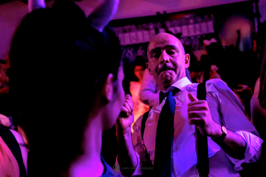 Fotos de invitados disfrutando en el baile